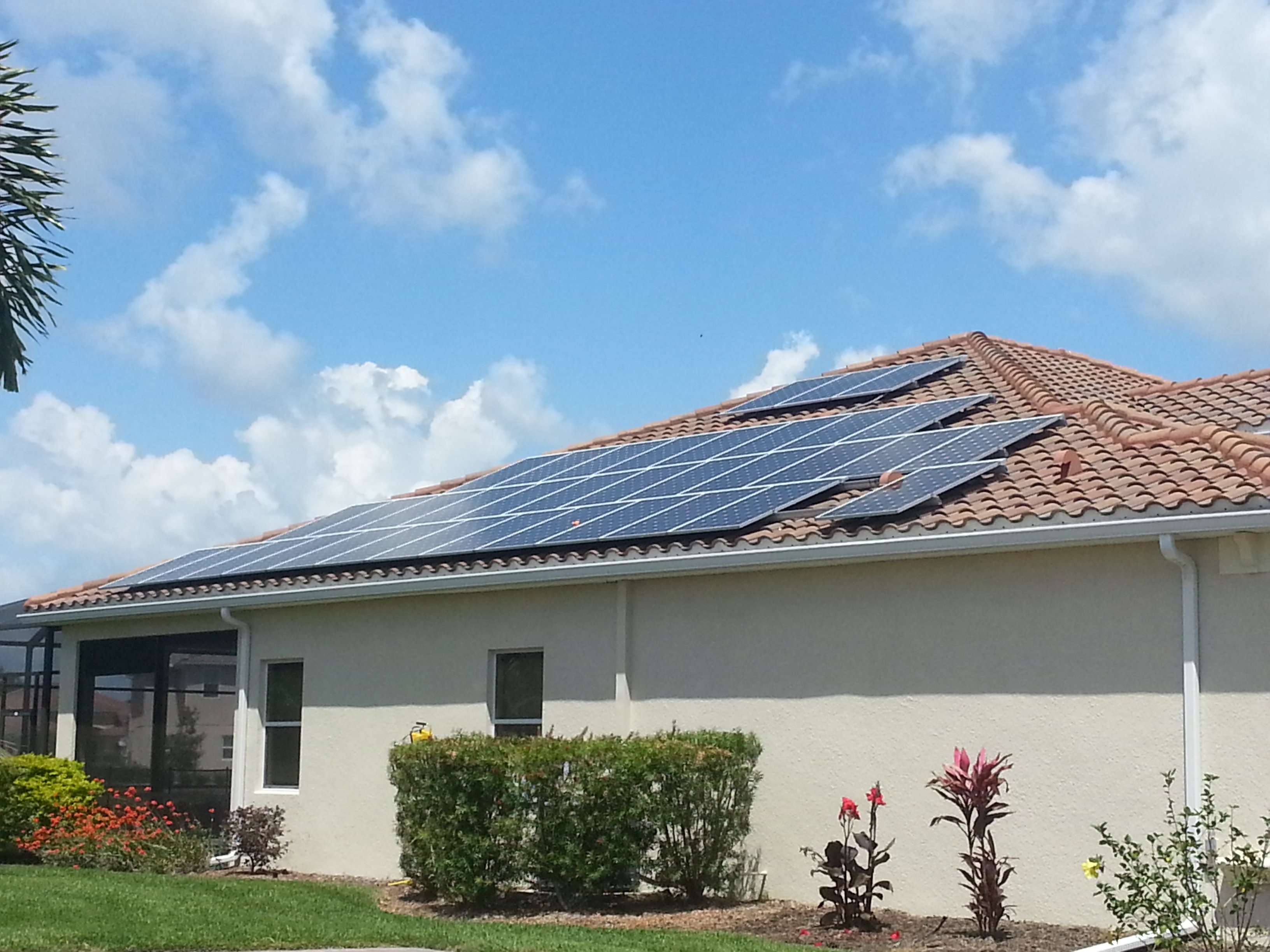 The cost of solar panels for home use in sarasota for Panel homes prices